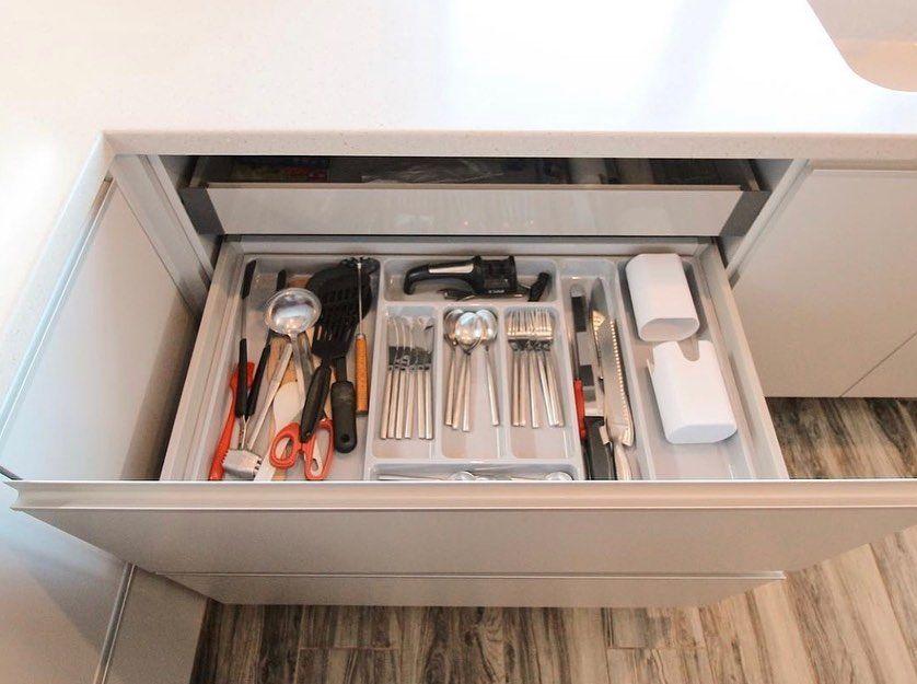 Белый кухонный гарнитур-Кухня из пластика «Модель 665»-фото3